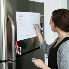 Kirjoitustaulu jääkaapin oveen